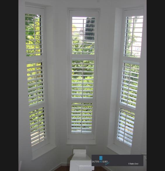 Shutters op de trap overloop shutters houten jaloezieen en raambekleding gallerij - Houten trap monteer ...